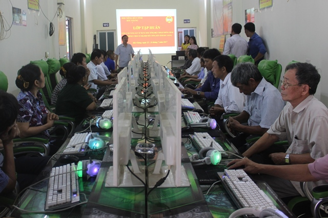 Bac Giang:  internet training for 50 farmer members.