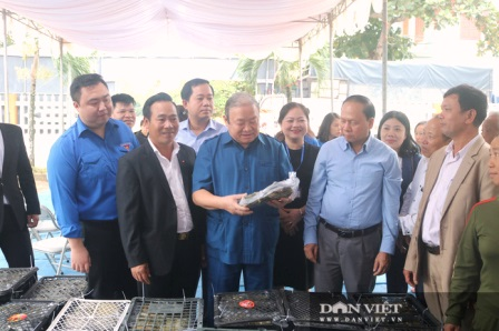 10,000 Chung cake and more necessities is distributed to the Central Vietnam from Thanh Hoa province