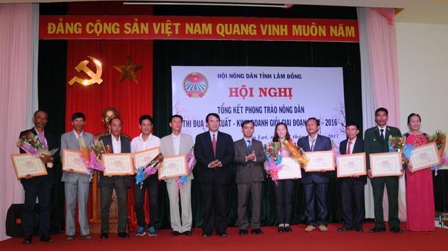 Lâm Đồng tổng kết phong trào nông dân thi đua sản xuất - kinh doanh giỏi: Thu nhập các hộ tăng từ 32 triệu lên 50 triệu/người/năm