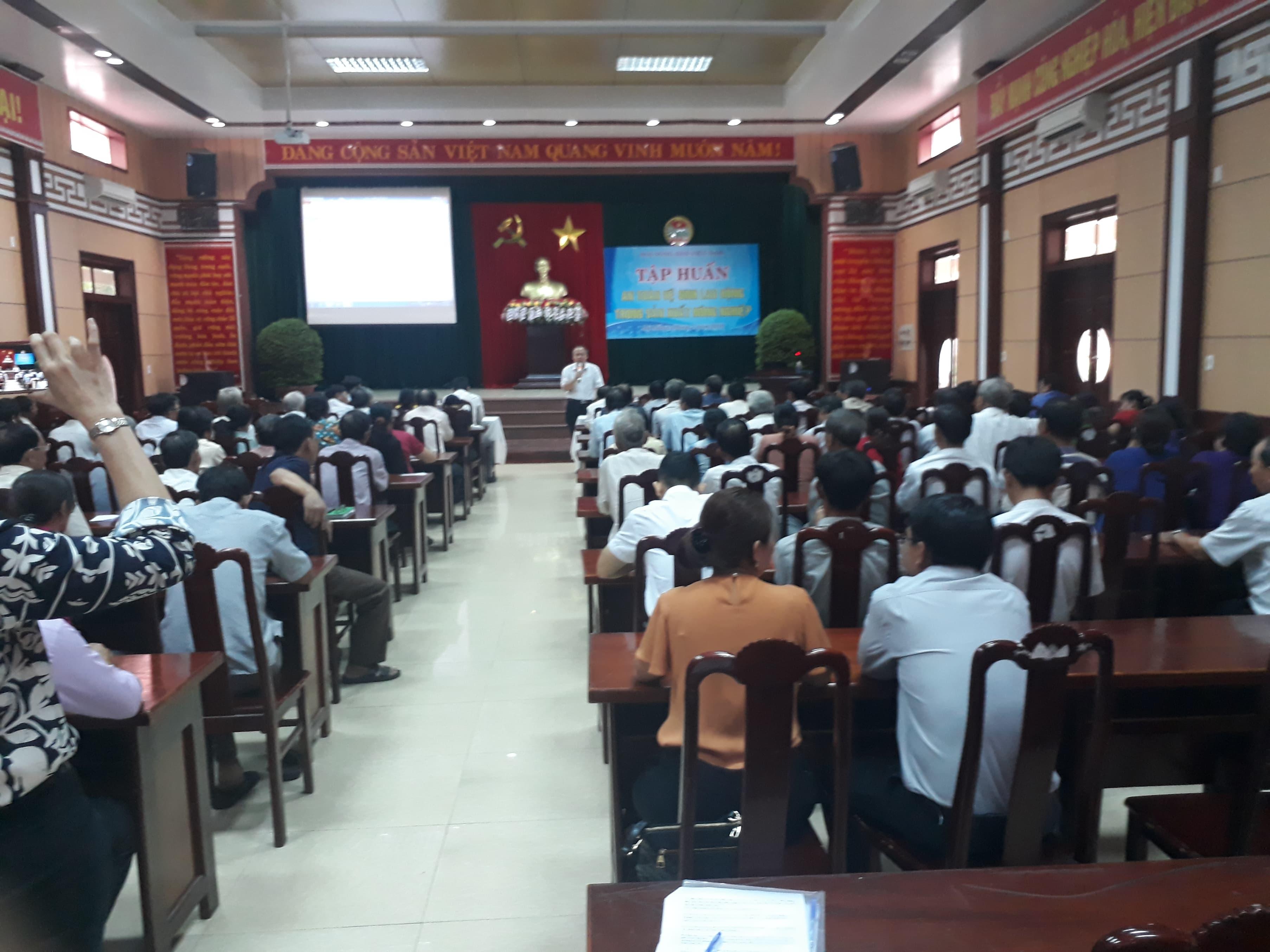 Hội ND TP. Đà Nẵng: Tập huấn an toàn vệ sinh lao động cho gần 400 cán bộ, hội viên, nông dân