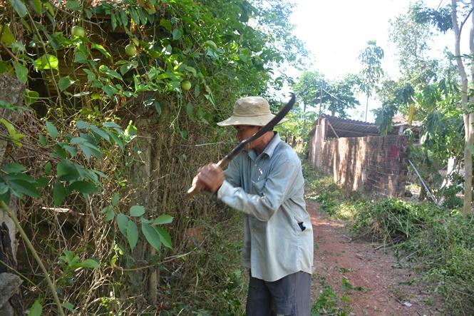 Người dân thôn Tân Phước hiến đất mở đường
