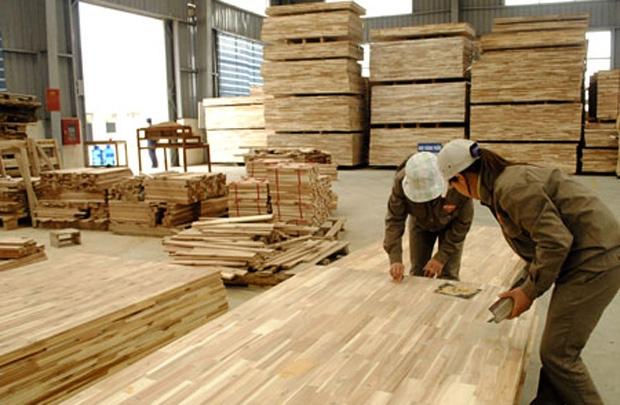 Tạm ngừng kinh doanh tạm nhập tái xuất gỗ dán sang Hoa Kỳ