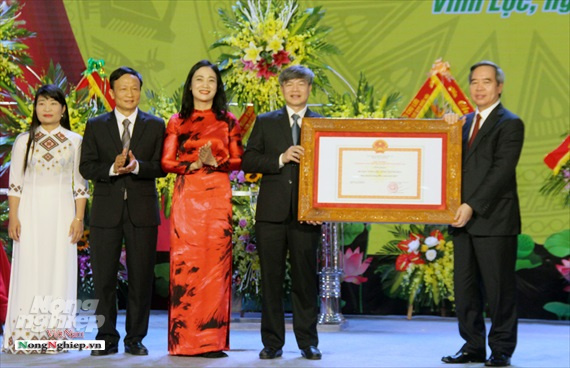 Huyện Vĩnh Lộc đón bằng công nhận đạt chuẩn nông thôn mới