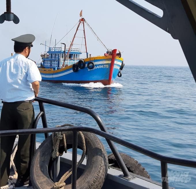 Mềm và cứng trong thực thi pháp luật thủy sản tại Bình Định