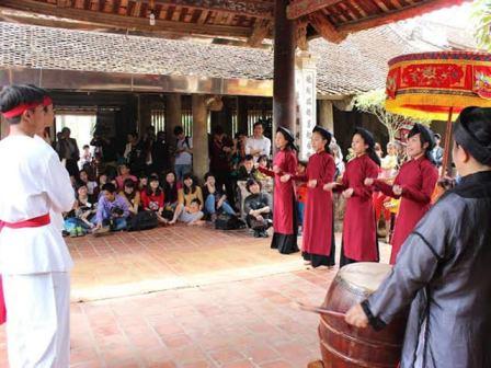 Cuộc trình diễn kho báu đình làng Việt