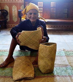 Túi đựng cơm làm của hồi môn cho con gái đi lấy chồng của người MNông