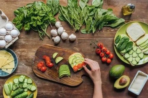 Tự hại chính mình vì chế biến 4 loại rau xanh sai cách