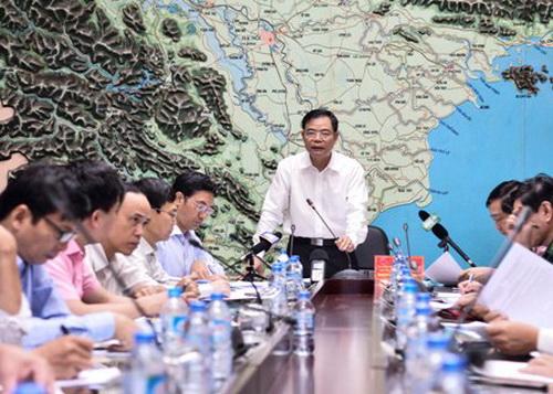 Bộ trưởng yêu cầu kêu gọi 40 tàu ra khỏi tâm bão 12, lệnh cấm biển
