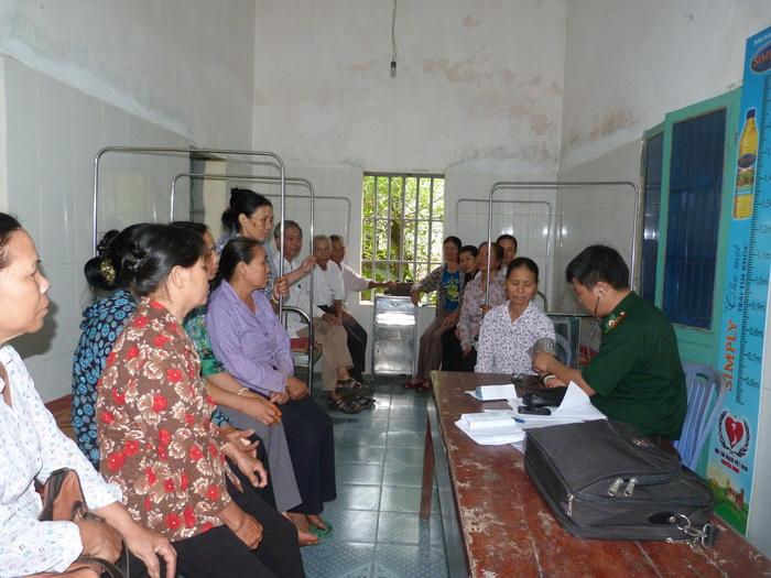 Nam Định: Hội ND – BCH Bộ đội Biên phòng phối hợp khám, tư vấn, phát thuốc miễn phí cho 80 hội viên nông dân nghèo