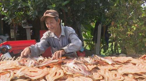 Làng nghề dưa kiệu, khô cá hốt bạc dịp giáp Tết