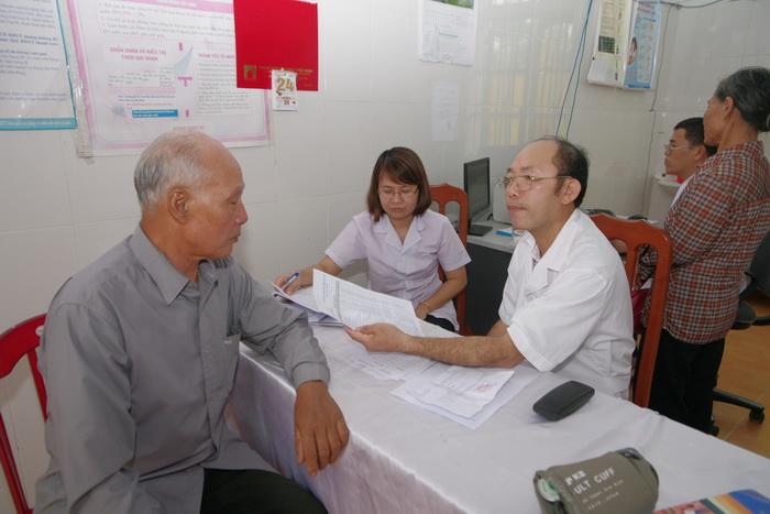 Hội ND Nam Định: Khám bệnh, phát thuốc miễn phí cho 100 hội viên, nông dân xã Giao Thiện