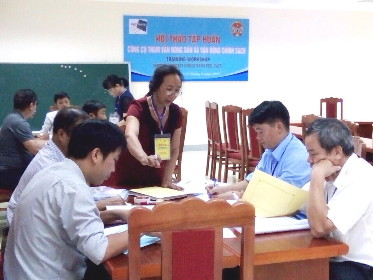 Lào Cai: Tập huấn công cụ tham vấn nông dân và vận động chính sách
