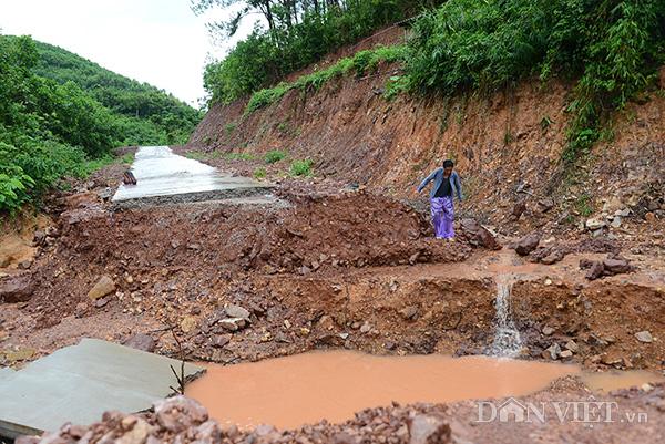 Quảng Ninh: Đường thôn đặc biệt khó khăn vừa làm xong đã... sụt vỡ
