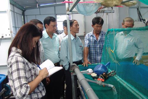 Vừa dạy nghề, vừa chuyển giao nông nghiệp công nghệ cao