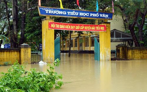 Quảng Ngãi cho 287.600 học sinh nghỉ học do mưa lũ