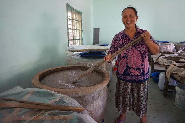 Quảng Nam: Bắt con ruốc ngậm hạt muối Sa Huỳnh, 6 tháng sau mở thùng ra thấy điều bất ngờ