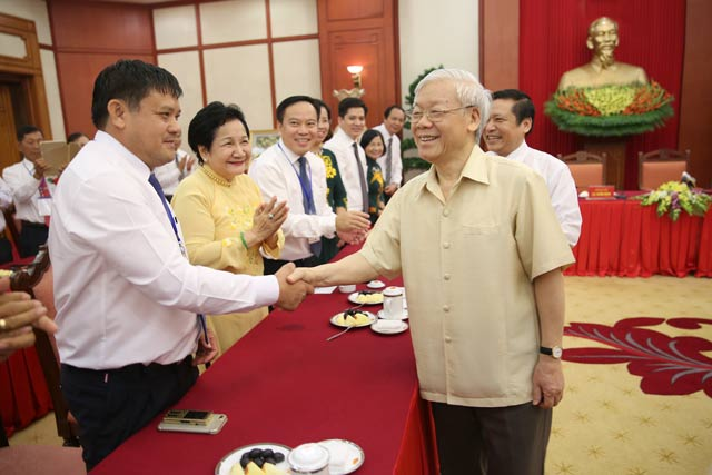 Các Nông dân Việt Nam xuất sắc 30 năm Đổi mới đến chào và gặp gỡ Tổng Bí thư chiều 13.10.2017