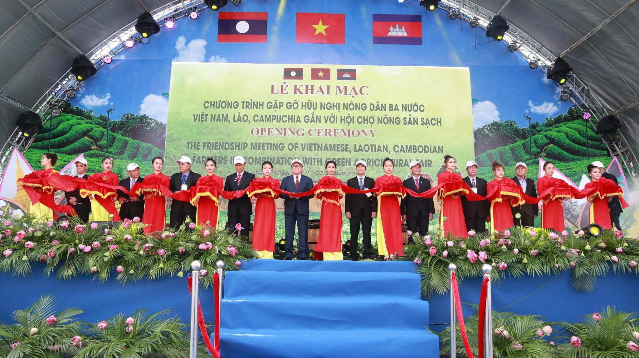 Chương trình gặp gỡ hữu nghị nông dân 3 nước Việt Nam– Lào– Campuchia gắn với Hội chợ nông sản sạch